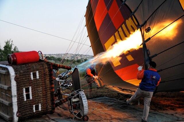 В Германии аварийно рухнул на землю воздушный шар с туристами