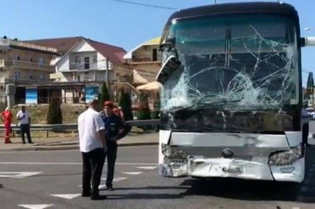 В Сочи произошло ДТП с экскурсионными автобусами