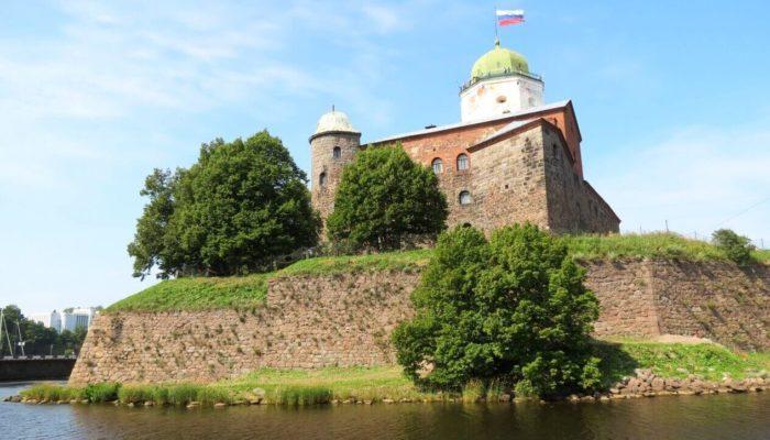 Выборгский замок — памятник Средневековья в Ленинградской области