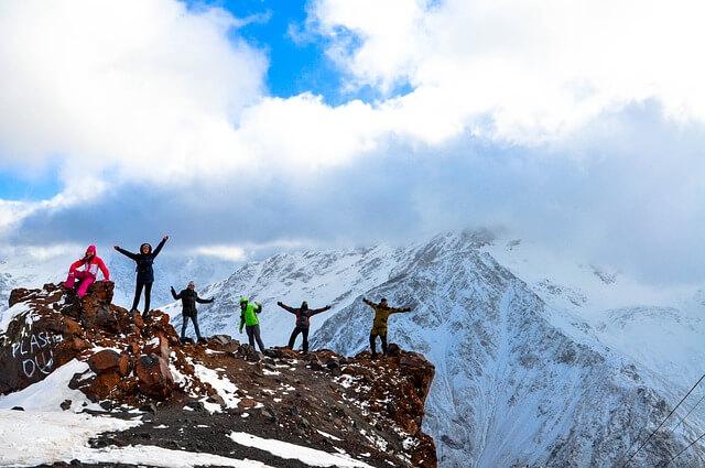 Группа туристов заблудилась на горе Эльбрус