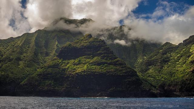 На Гавайях экстренно сел самолет с ранеными пассажирами