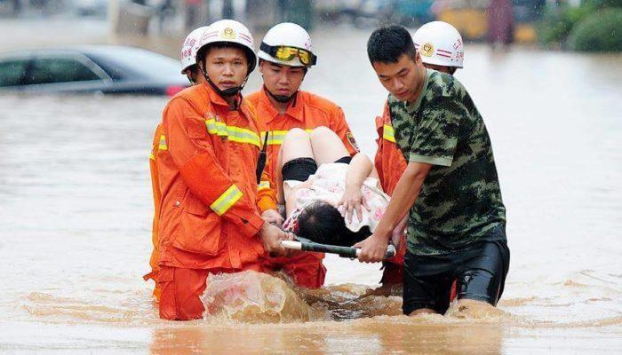 Наводнение в Китае унесло жизни более 10 человек