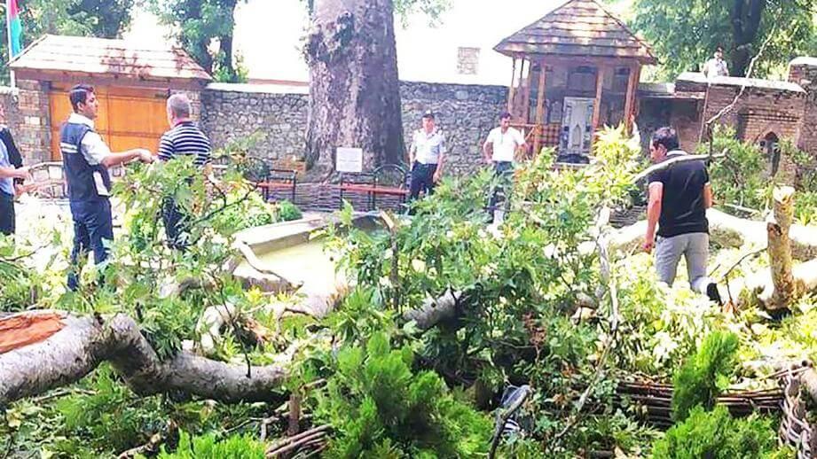 Туристы пострадали в Азербайджане