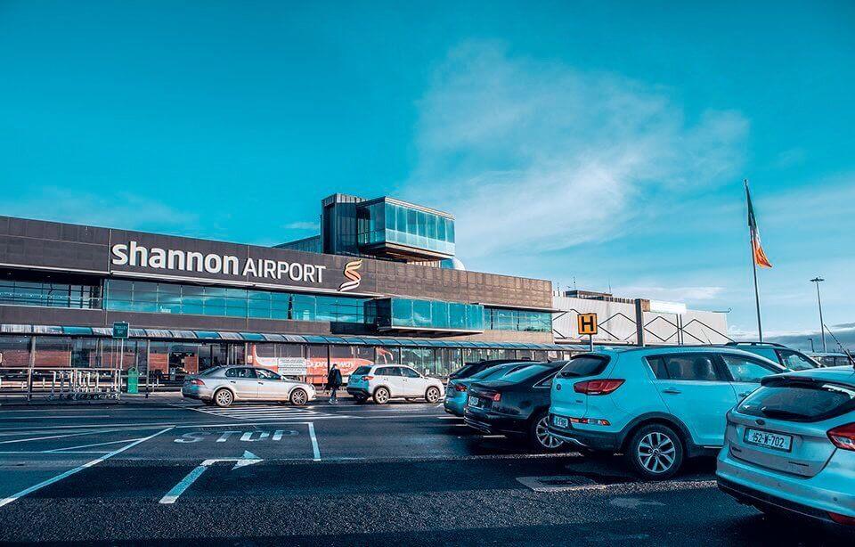 Аэропорт в Ирландии приостановил работу