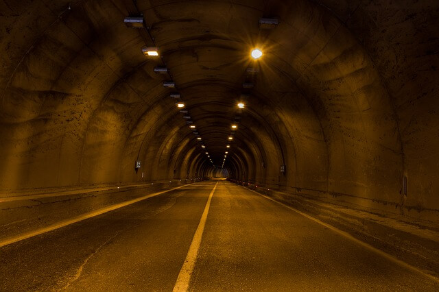В Греции в тоннеле загорелся автобус