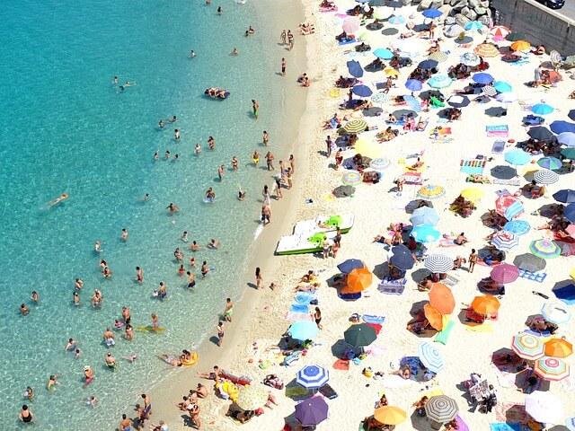 В Италии туристы могут сесть в тюрьму за вывоз песка