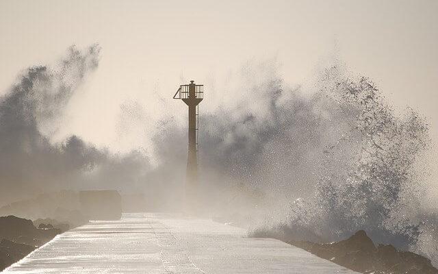 Япония готовится к тайфуну Кроса
