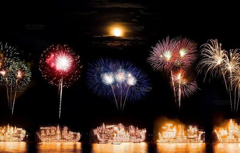 Фестиваль светящихся лодок в Таиланде
