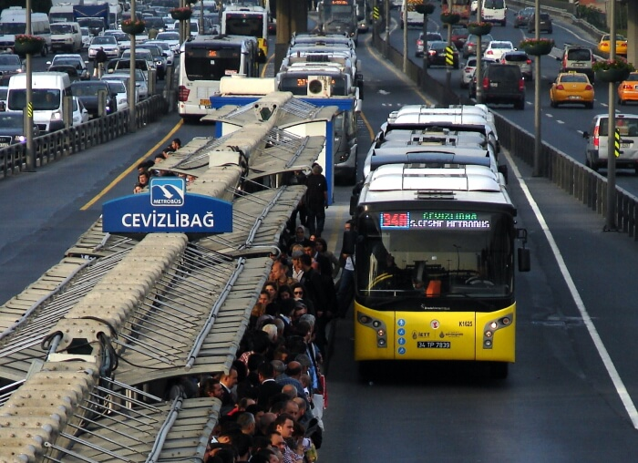 Круглосуточное метро и автобусы в Турции