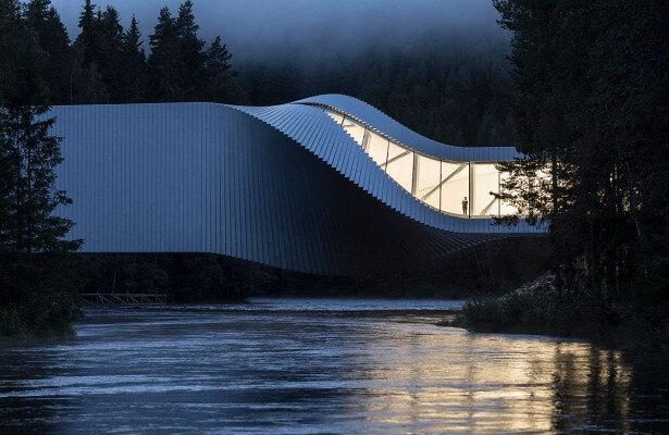 Уникальный мост открылся в Норвегии