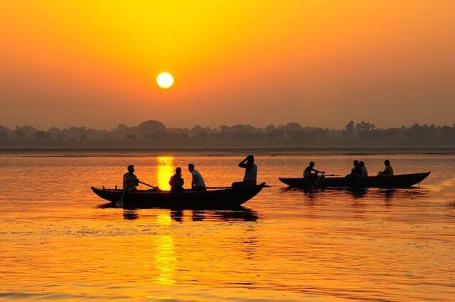 В Индии затонуло судно с туристами
