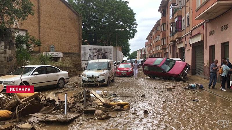 В Испании устраняют последствия шторма