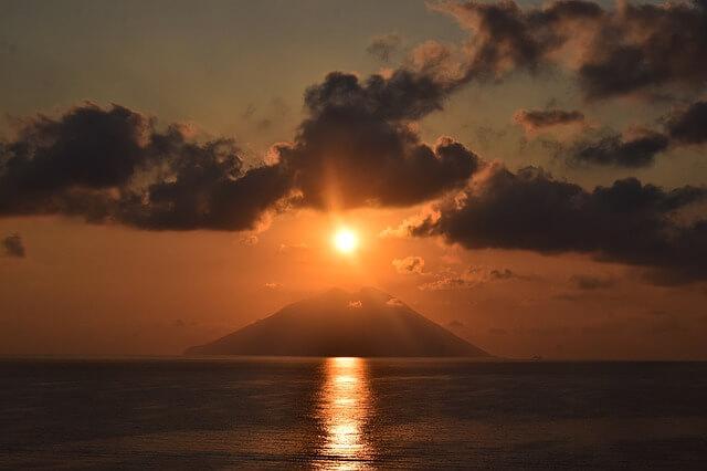 В Италии начал извергаться вулкан Стромболи