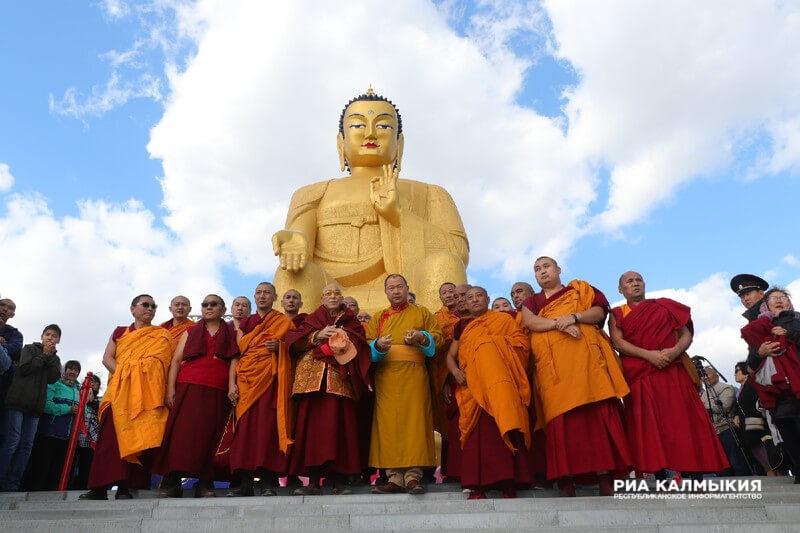 В Калмыкии установили самую большую статую Будды