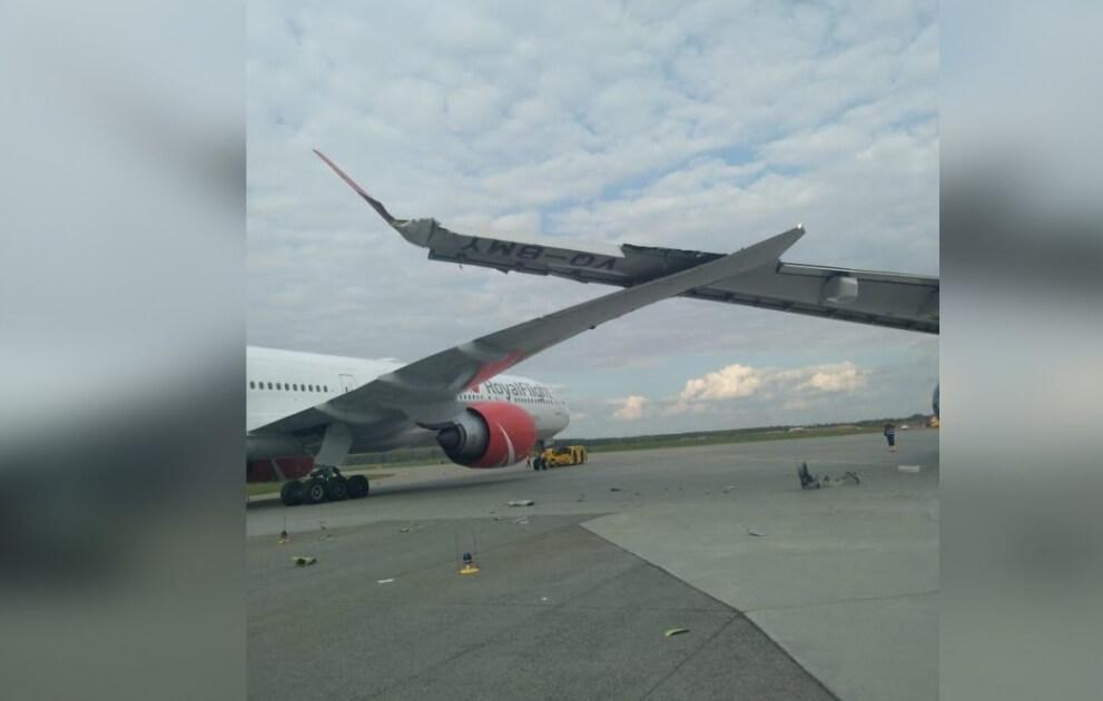 В Шереметьево врезались два самолета