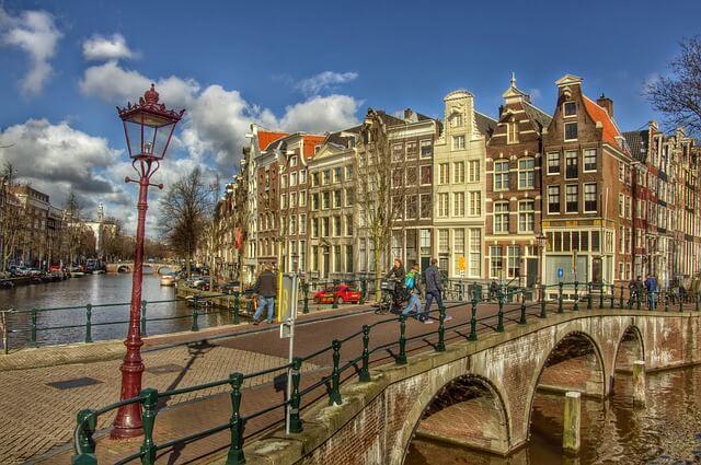 Амстердам вводит повышенный налог для туристов
