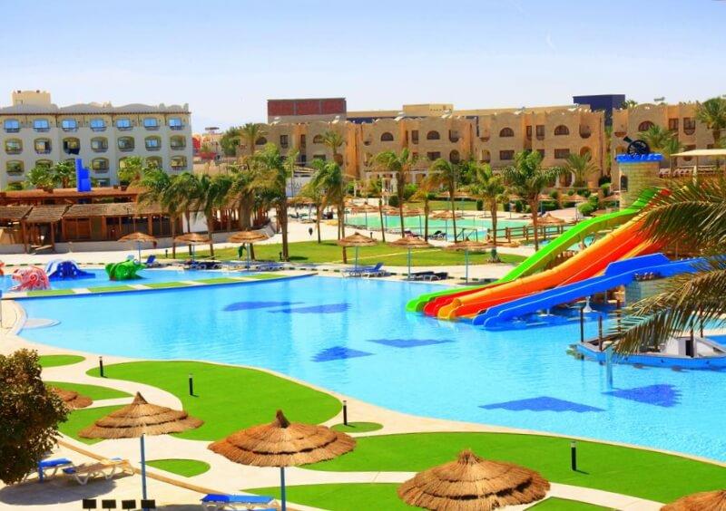 Бассейн отеля Royal Lagoons Aqua Park Resort and Spa