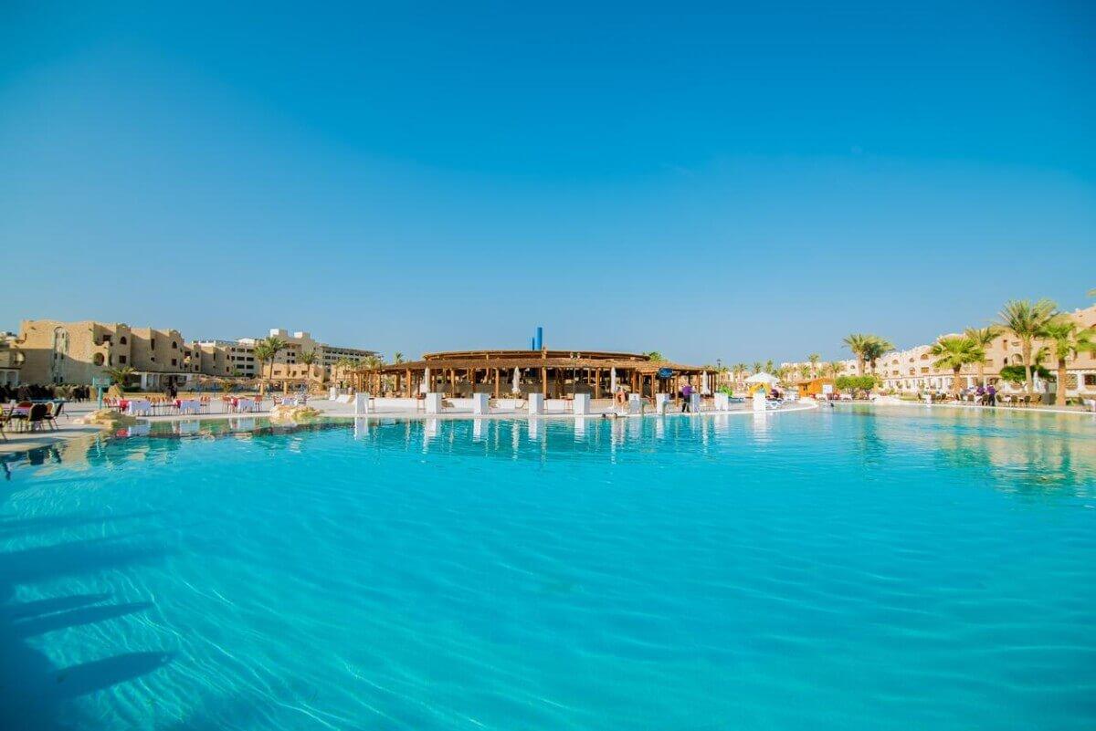 Бассейн отеля Royal Lagoons Aqua Park