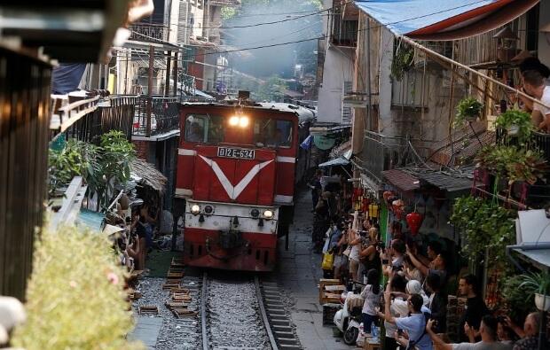 В Ханое закрывают кафе вдоль железной дороги