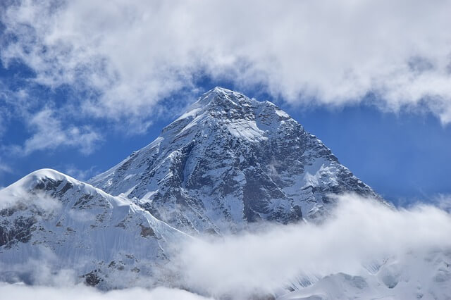 Высоту Эвереста вновь хотят измерить