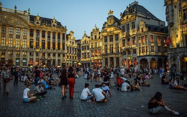 В Брюсселе поднимают штрафы за выброшенные окурки