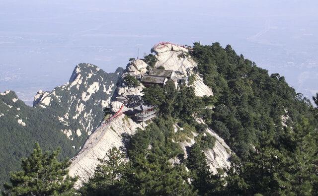 Гибель туристки при селфи в Китае вызвала споры в интернете