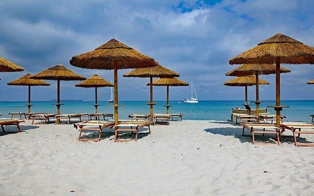 Популярный пляж на Сардинии стал платным
