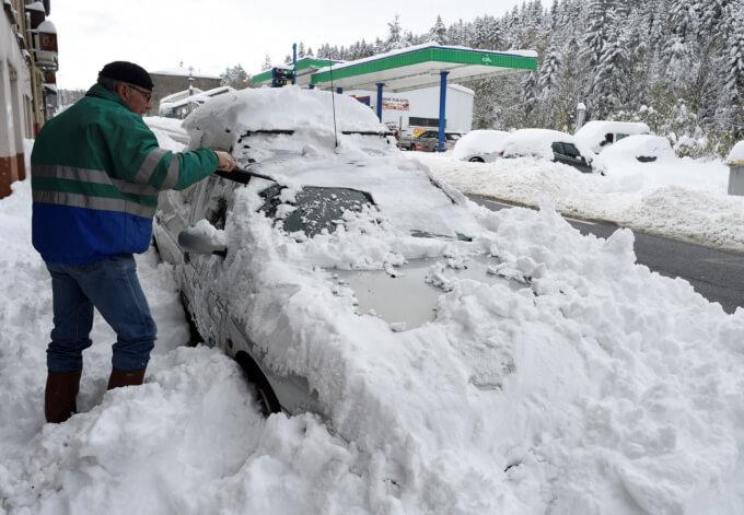 Юг Франции накрыли снегопады