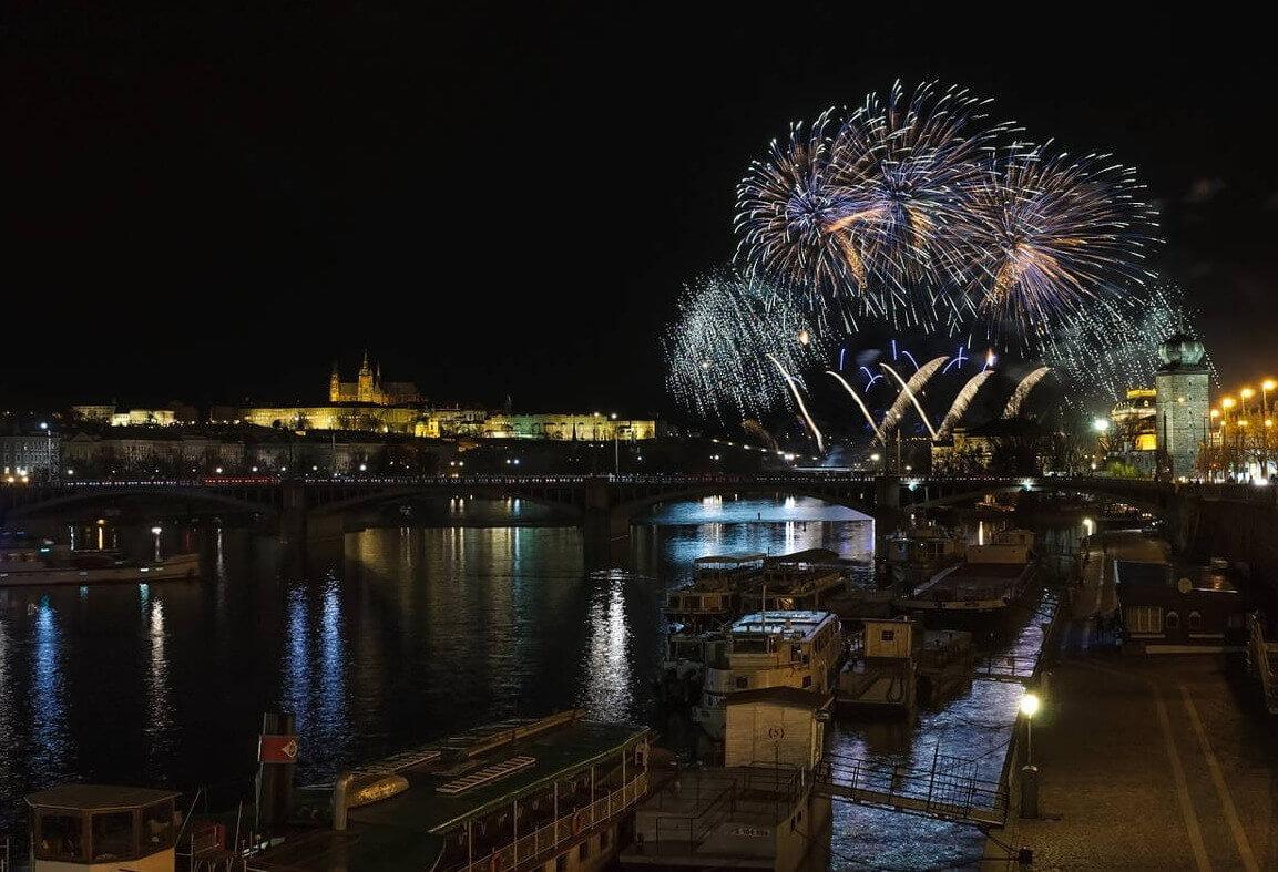 Новогодняя ночь в Праге 2020 Lod pivovar