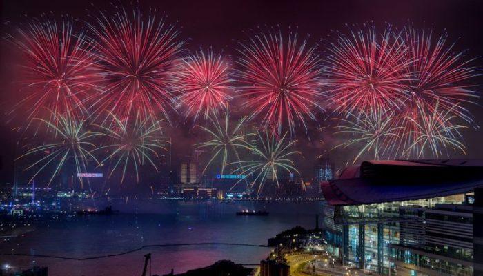 Власти Гонконга решили отменить праздничный новогодний салют