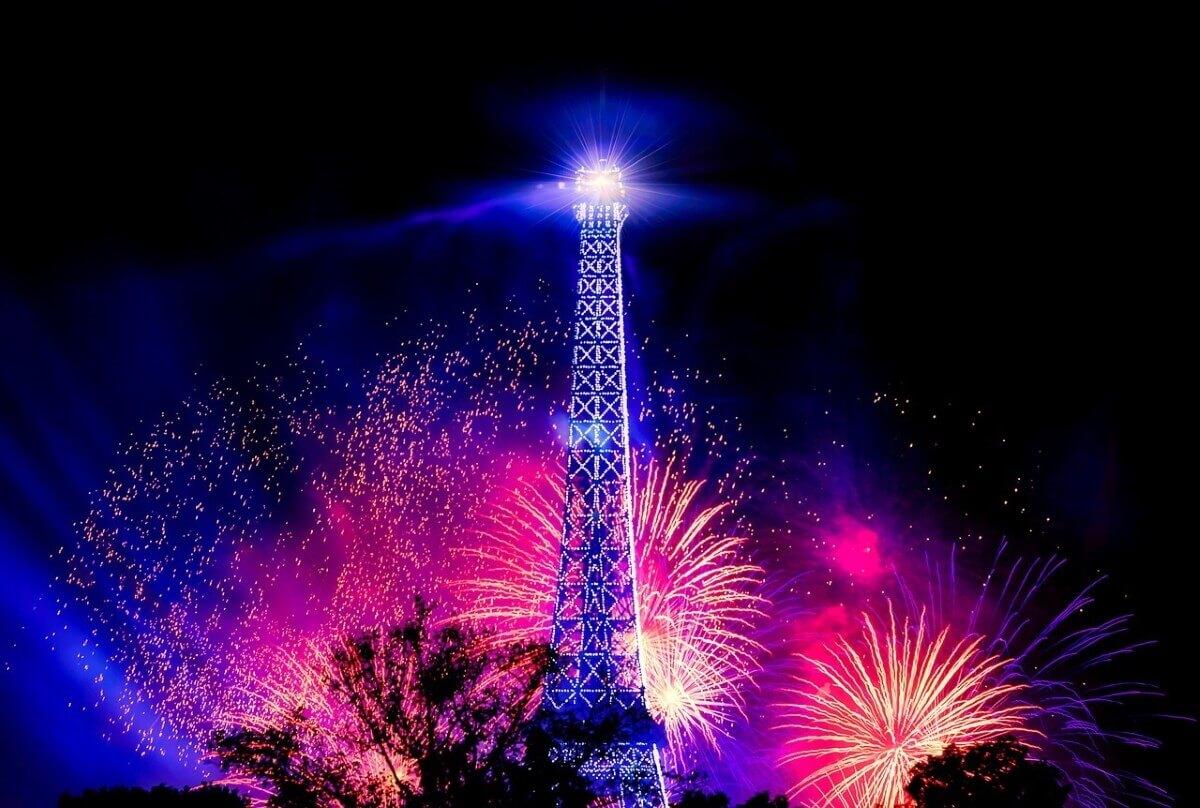 Все краски Рождественского Парижа