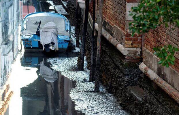 Венеция столкнулась с нехваткой воды в каналах