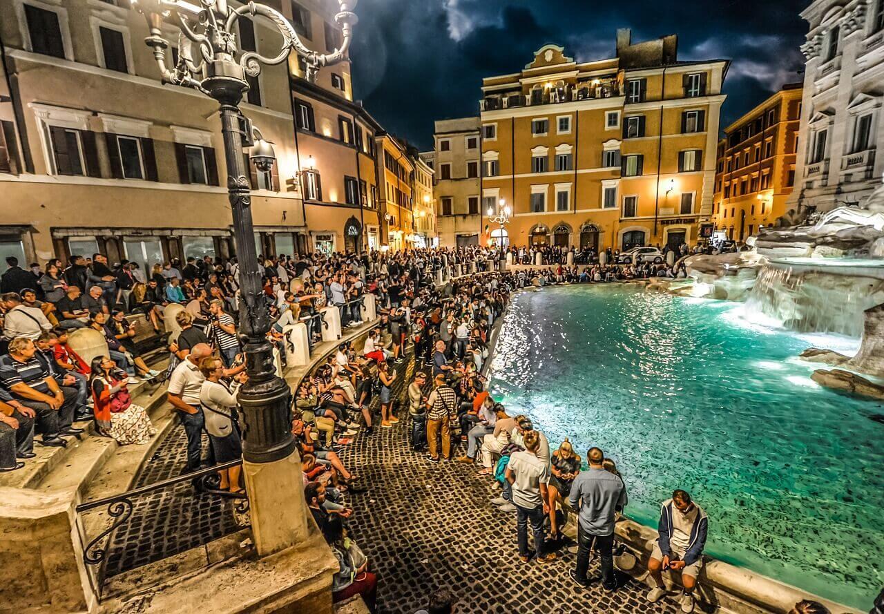 Фонтан Треви в Италии