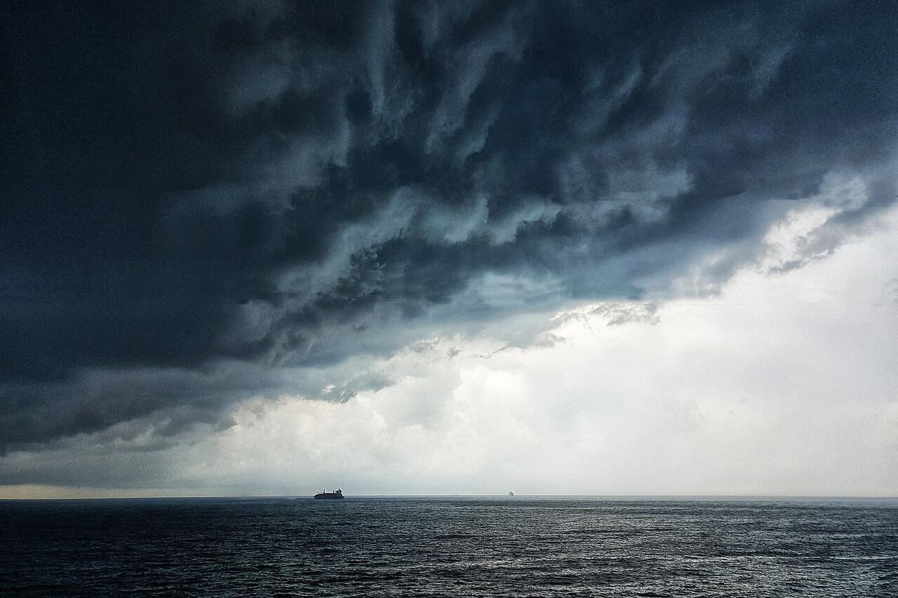Шторм над морем