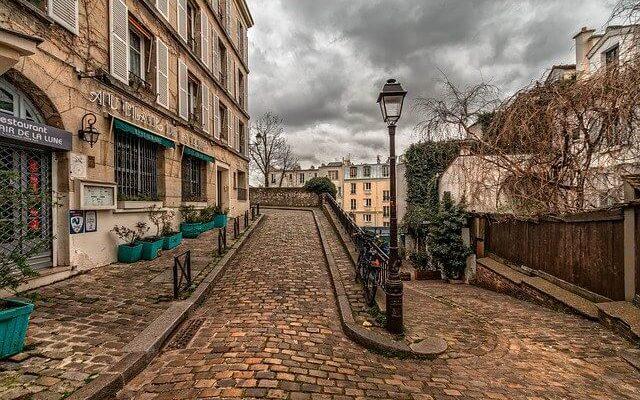 Французская столица ужесточает карантин