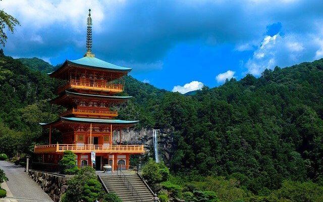 Российские туристы, находящиеся в Японии, просят о помощи
