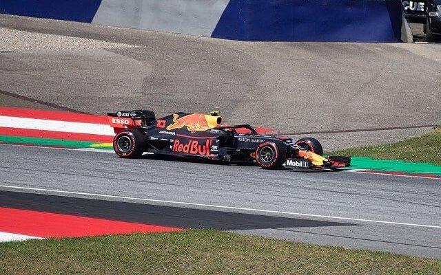 Гонки Формулы-1 возобновляются в Австрии в начале июля