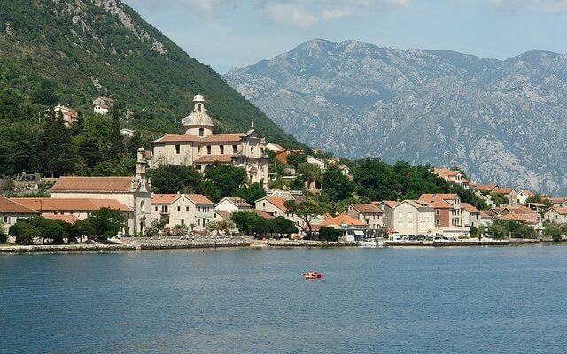В Черногории принято решение усилить антикоронавирусные меры