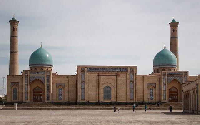 Узбекистан привлекает туристов компенсацией при заболевании COVID-19 в период пребывания в стране