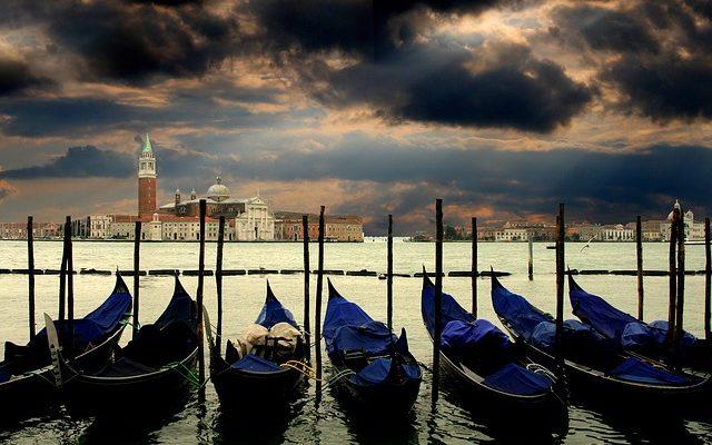 Власти Венеции пока отменяют введение налога на краткосрочный въезд