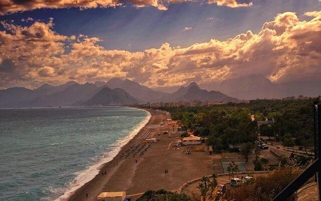 Турецкие курорты встретили первых российских туристов