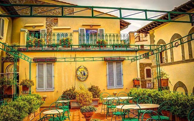 Старинная традиция «винных окон» вновь возрождена в Тоскане