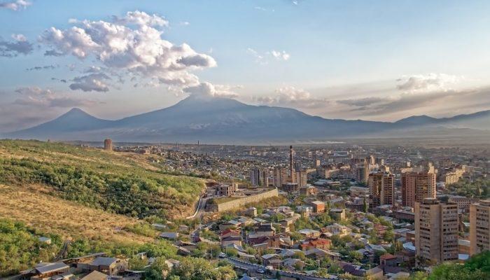 Армения пошла по пути всеобщего карантина до следующего года