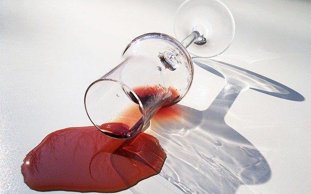 Испанскую деревню затопили тысячи литров красного вина
