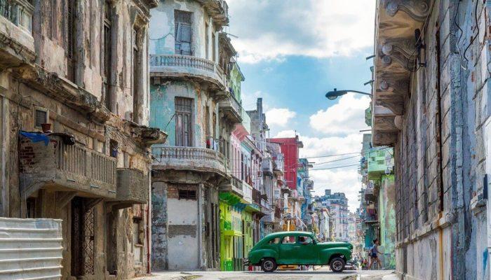 Куба приняла первых туристов после полугодового перерыва