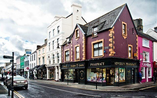 Ирландия уходит в общенациональную изоляцию