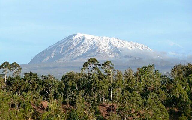 На горе Килиманджаро бушует пожар