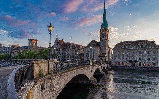 Швейцария ужесточает антиковидные правила