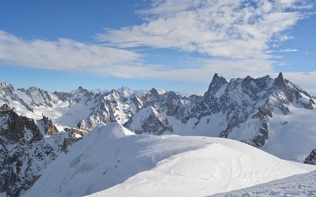 Франция откроет горнолыжные курорты, но кататься будет нельзя