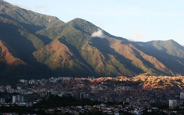 Власти Венесуэлы готовы возобновить воздушную перевозку с Россией